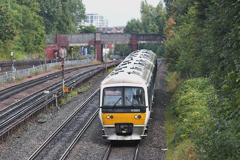 165008 and 165011, Willesden Green 26/9/2012<br /> 2B40 1457 London Marylebone-Aylesbury Vale Parkway