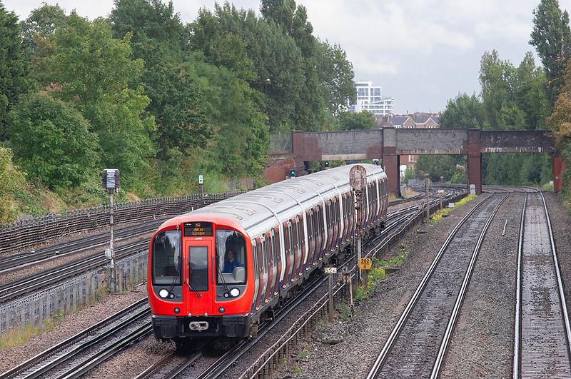 Metropolitan Line 21095, Willesden Green 26/9/2012