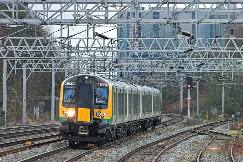 350239 Rugeley Trent Valley 28/11/2012<br /> 1U33 1146 London Euston-Crewe