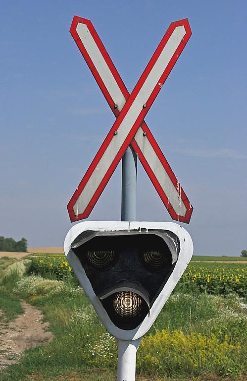 Level Crossing, Balatonfökajär Felsö, Hungary 29/6/2012