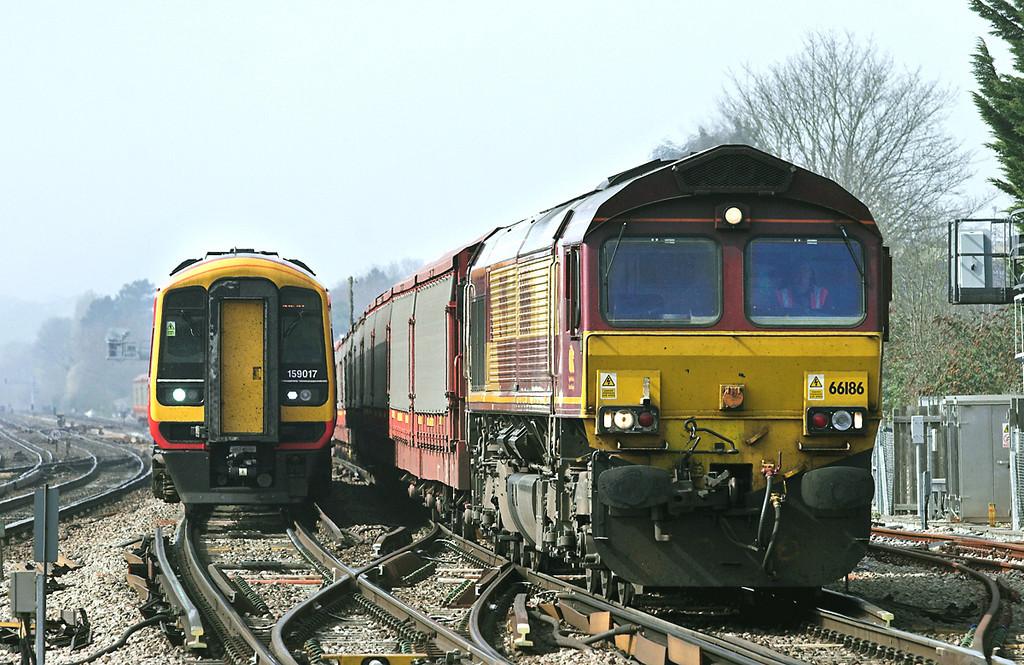 66186 and 159017, Basingstoke 30/3/2012<br /> 66186: 6M48 1034 Southampton East Docks-Halewood<br /> 159017: 1L38 1147 Salisbury-London Waterloo