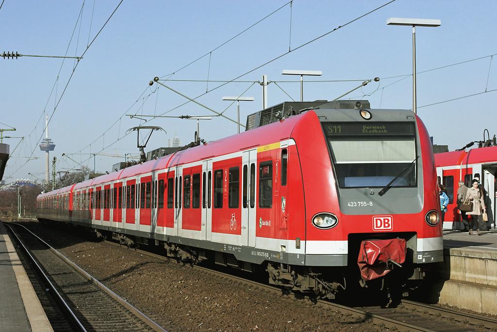 423755 Köln Messe/Deutz 5/3/2013<br /> S11 0844 Düsseldorf Flughafen-Bergisch Gladbach