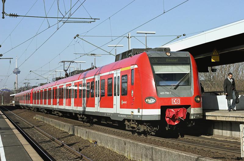 423792 Köln Messe/Deutz 5/3/2013<br /> S12 0946 Sindorf-Hennef