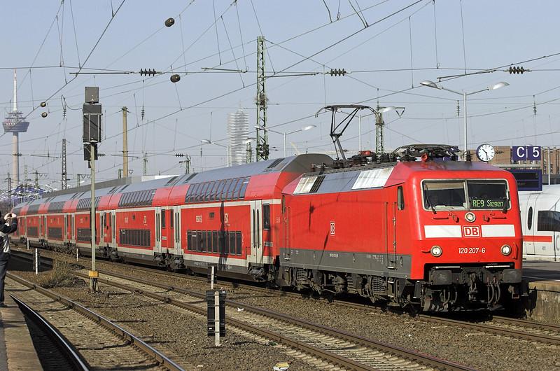 120207 Köln Messe/Deutz 5/3/2013<br /> RE10909 0918 Aachen Hbf-Siegen