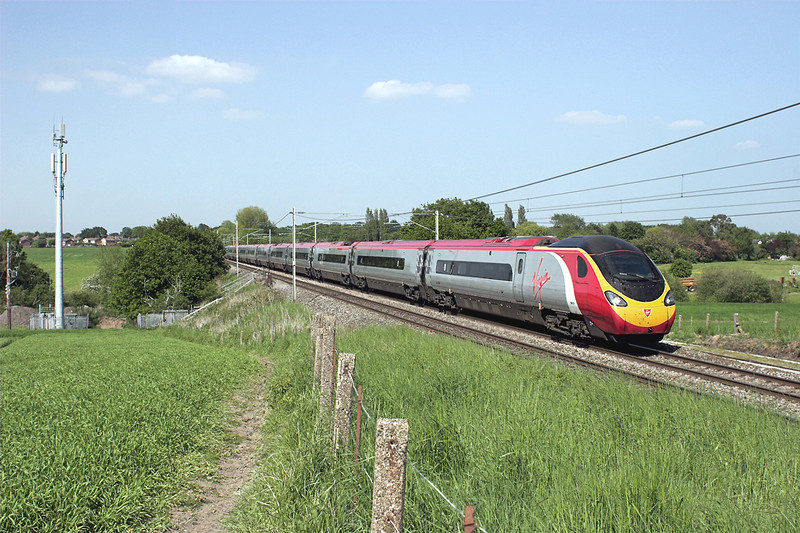 390107 Red Bank 6/6/2013<br /> 1M14 1340 Glasgow Central-London Euston