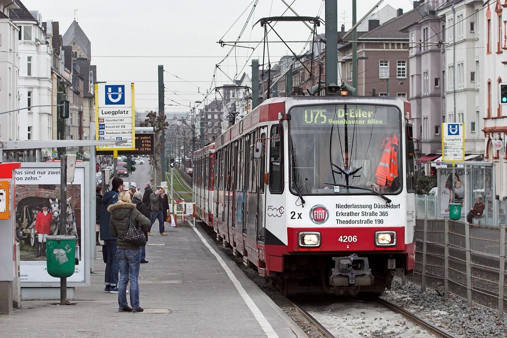 4206 and 4011, Luegplatz 7/3/2013