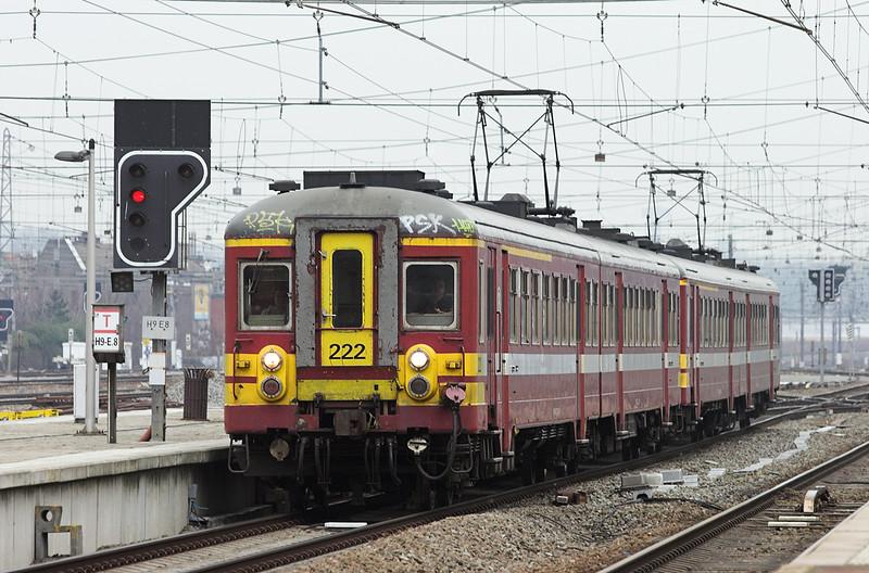 222 and 224, Bruxelles-Nord 7/3/2013<br /> R3686 1523 Leuven-Braine Le Comte