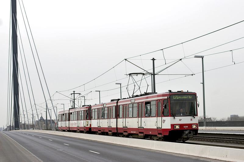 4239 and 4204, Oberkasseler Brücke 7/3/2013