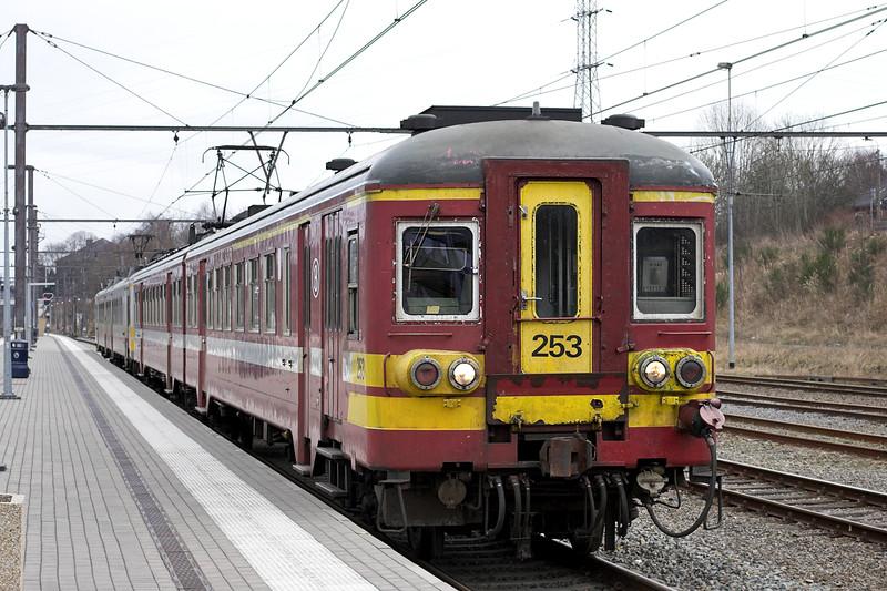 253 and 711, Welkenraedt 7/3/2013<br /> R5484 1309 Welkenraedt-Spa Géronstère