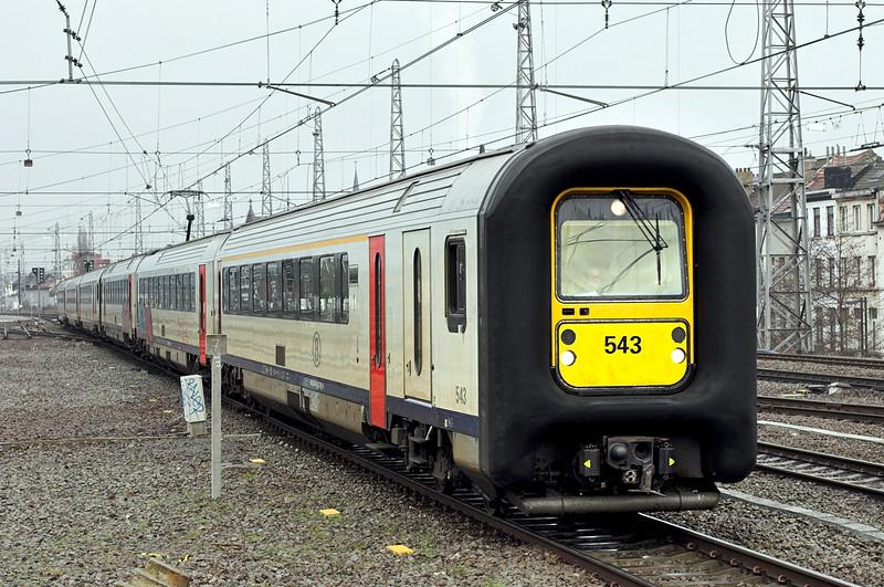 543 and 556, Bruxelles-Nord 7/3/2013<br /> IR3637 1409 Antwerpen Centraal-De Panne