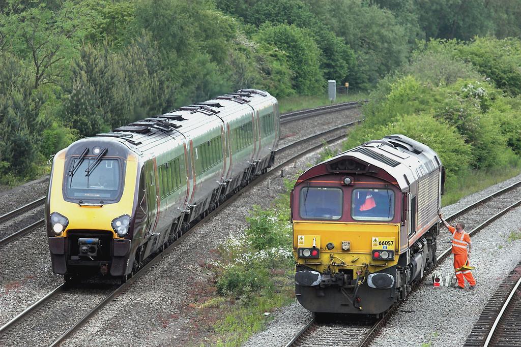 66057 and 220032, Hinksey 10/6/2013<br /> 66057: 0L40 1442 Didcot Yard-Hinksey Yard<br /> 220032: 1S52 1346 Southampton Central-Edinburgh