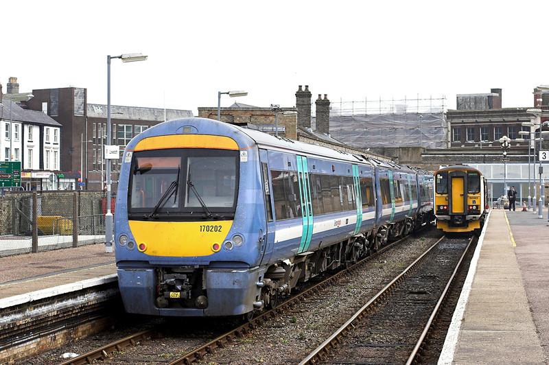 170202 and 153322, Lowestoft 11/4/2013<br /> 170202: 2D83 1307 Lowestoft-Ipswich<br /> 153322: 2J77 1300 Lowestoft-Norwich