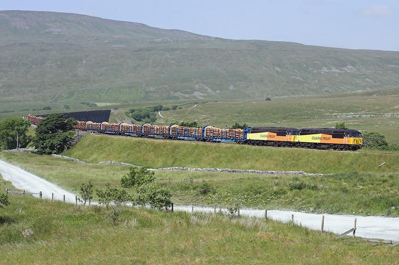 56105 and 56087, Ribblehead 11/7/2013<br /> 6J37 1037 Carlisle Yard-Chirk