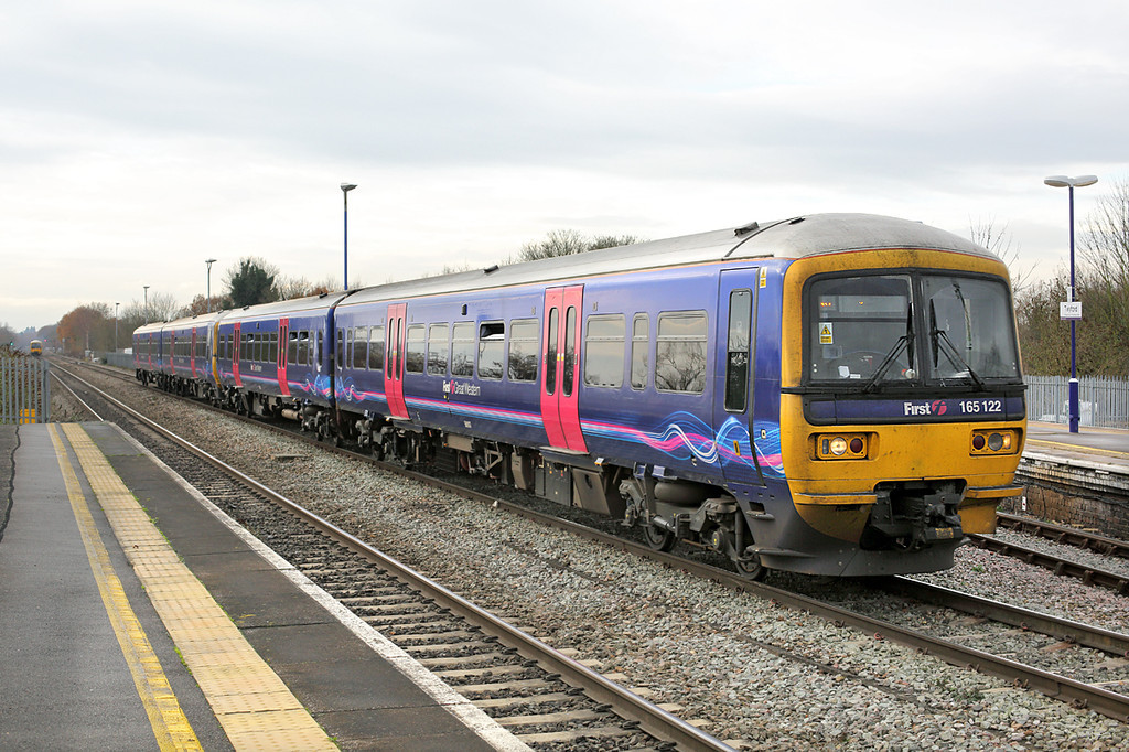 165122 and 165124, Twyford 13/12/2013<br /> 2P45 1148 Reading-London Paddington