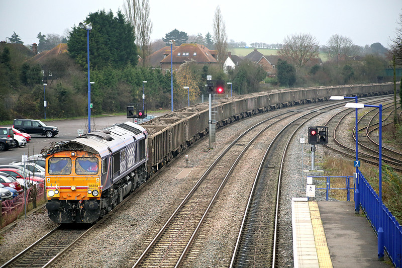 66723 Princes Risborough 13/12/2013<br /> 6M92 1407 Westbourne Park-Calvert