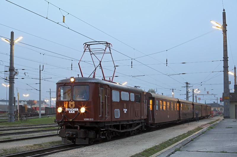 1099 013 St Pölten Alpenbahnhof 14/10/2013<br /> P6810 1553 Mariazell-St Pölten Hbf
