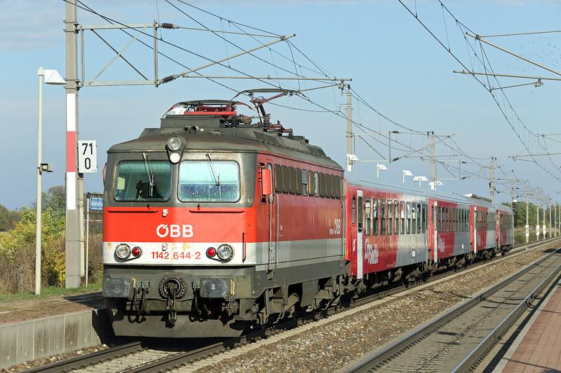 1142 644 Markersdorf a.d. Pielach 15/10/2013<br /> R2072 1535 St Pölten Hbf-Pöchlarn
