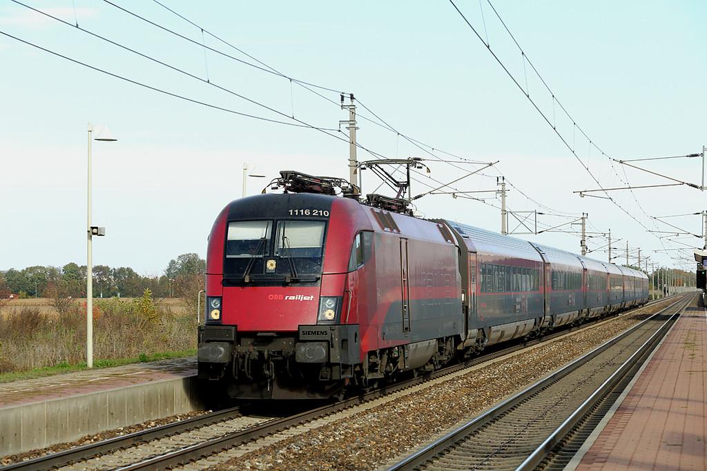 1116 210 Markersdorf a.d. Pielach 15/10/2013<br /> RJ64 1110 Budapest Keleti-München Hbf