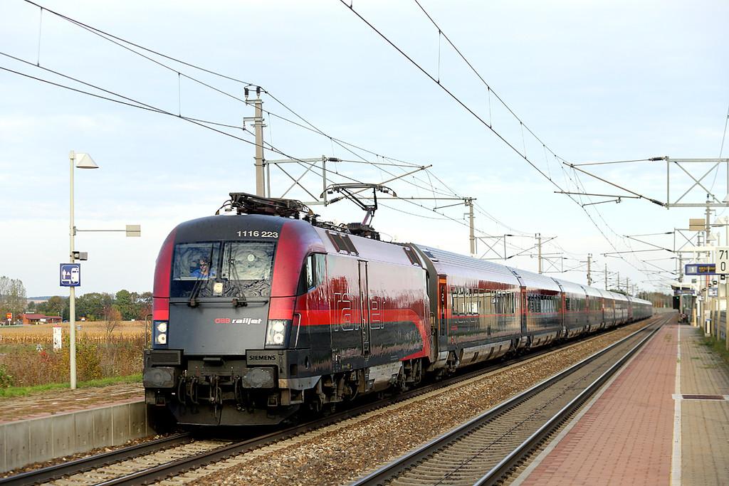1116 223 and 1116 239, Markersdorf a.d. Pielach 15/10/2013<br /> RJ168 1536 Wien Westbahnhof-Zürich Hbf