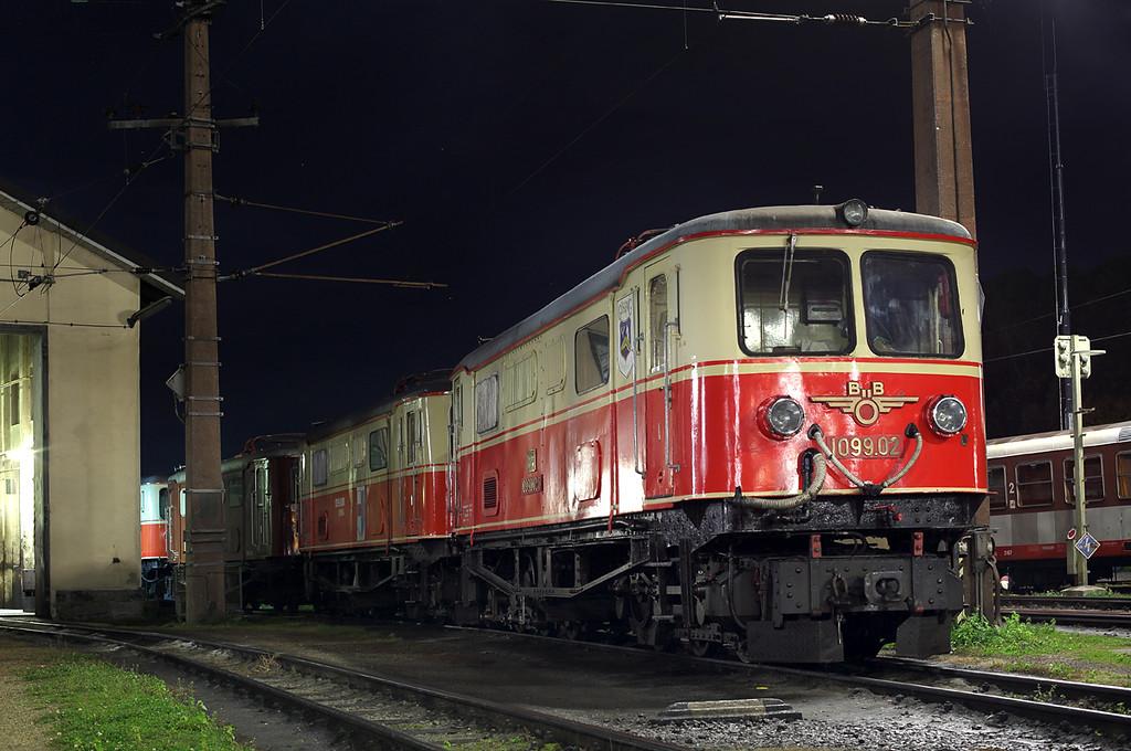 1099 002 and 1099 001, St Pölten Alpenbahnhof 15/10/2013