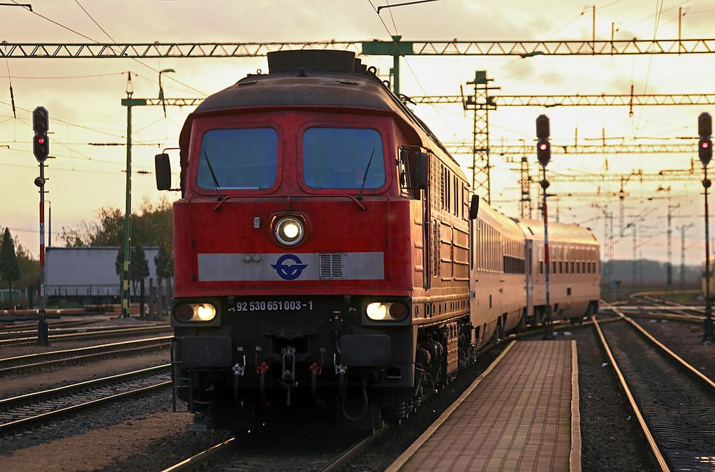 651003 Csorna 16/10/2013<br /> IC923 1700 Szombathely-Budapest Keleti