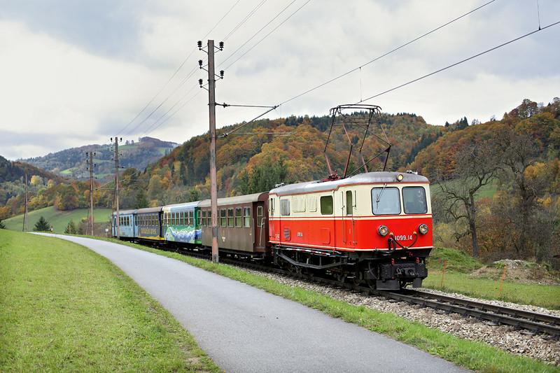 1099 014 Kirchberg a.d. Pielach 17/10/2013<br /> P6804 1053 Mariazell-St Pölten Hbf