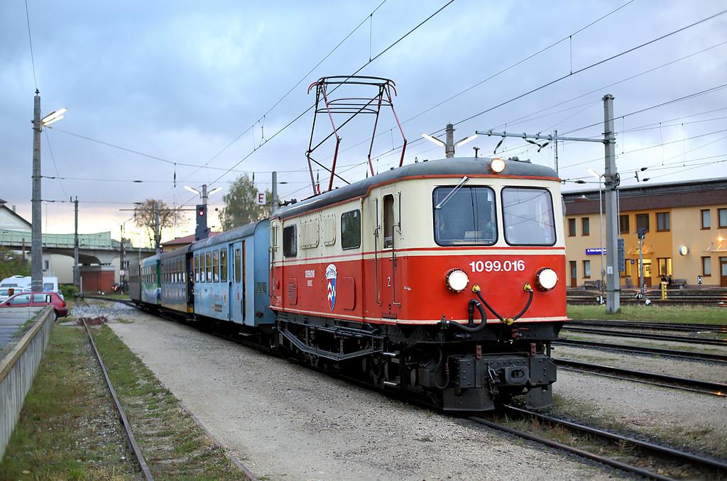 1099 016 St Pölten Alpenbahnhof 18/10/2013<br /> P6805 0730 St Pölten Hbf-Mariazell