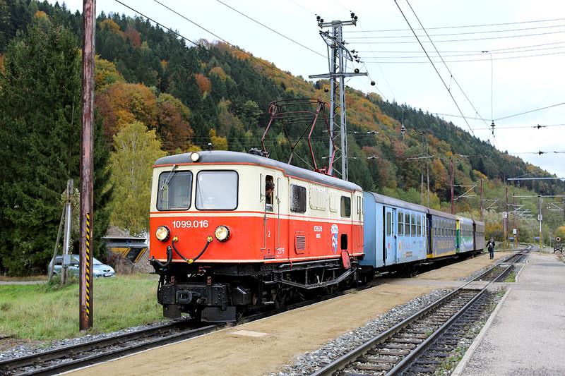 1099 016 Rabenstein a.d. Pielach 18/10/2013<br /> P6805 0730 St Pölten Hbf-Mariazell