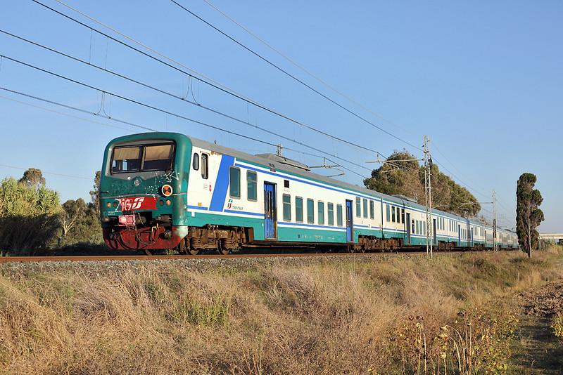 E464-562 (on Rear), Vada 23/9/2013<br /> R6660 1655 Grosseto-Pisa Centrale
