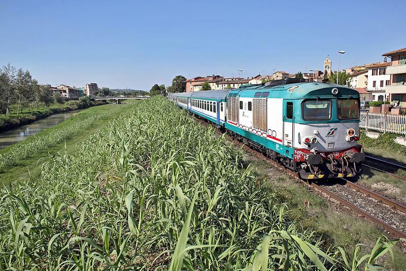 D445-1132 Castelfiorentino 24/9/2013<br /> R6876 1418 Siena-Firenze SMN