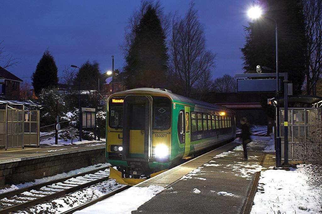 153371 Bedworth 25/3/2013<br /> 2G57 1842 Coventry-Nuneaton