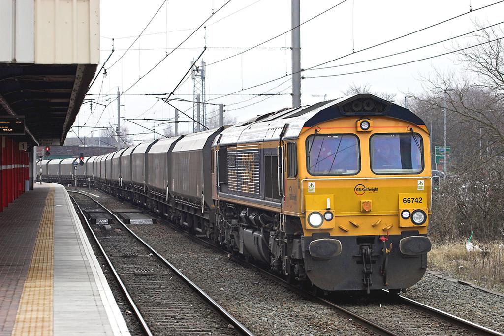 66742 Warrington Bank Quay 26/2/2013<br /> 6M09 0335 Tyne Dock-Ironbridge PS