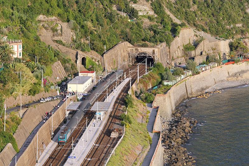 E464-xxx Corniglia 26/9/2013<br /> R24465 1743 Sestri Levante-La Spezia Centrale
