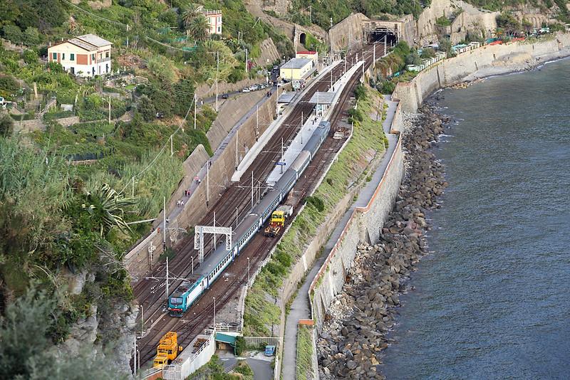 E464-522 Corniglia 26/9/2013<br /> R24506 1810 La Spezia Centrale-Sestri Levante