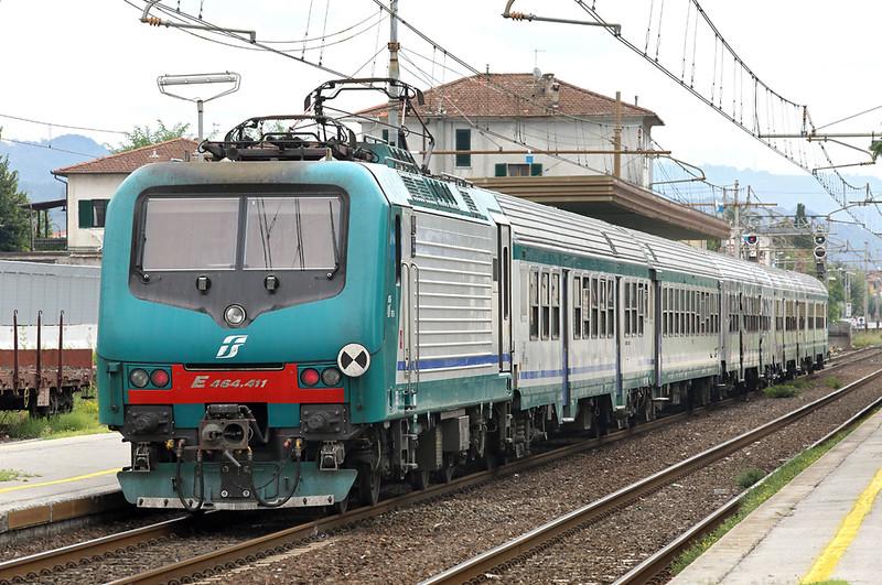 E464-411 Forte dei Marmi 26/9/2013<br /> R11853 1220 La Spezia Centrale-Pisa Centrale