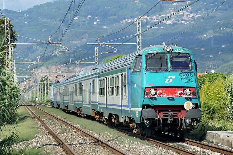 E464-635 (on rear), Camaiore Lido Capezzano 26/9/2013<br /> R23383 1341 La Spezia Centrale-Firenze SMN