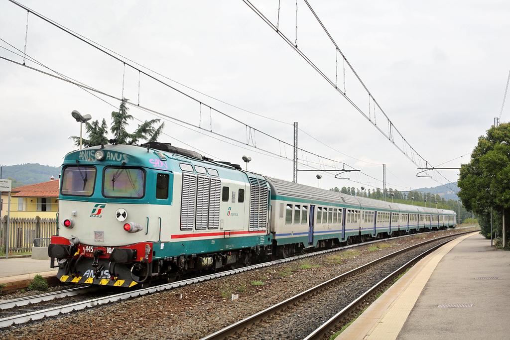 D445-1046 Montelupo Capraia 27/9/2013<br /> R11760 1118 Siena-Firenze SMN