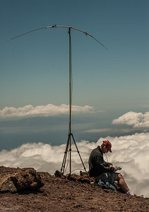 KT0AM works the Pacific Rim from 10,000 feet up at the top of Haleakala.