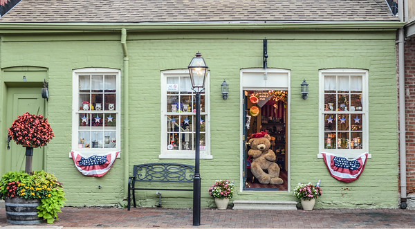 Bear looking out of a shop (St. Charles)