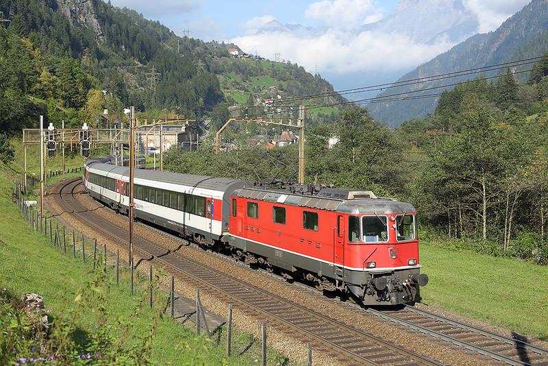 11127 Gurtnellen 3/10/2014<br /> IR2275 1409 Zürich HB-Locarno