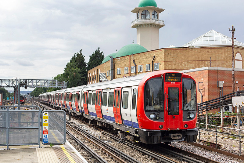 Metropolitan Line 21062, Willesden Green 8/7/2014