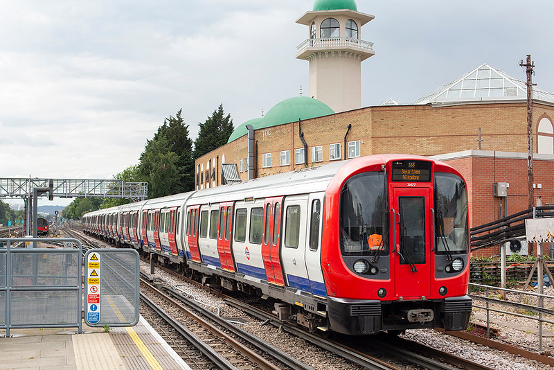 Metropolitan Line 21077, Willesden Green 8/7/2014