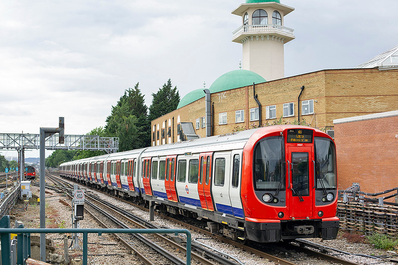 Metropolitan Line 21017, Willesden Green 8/7/2014