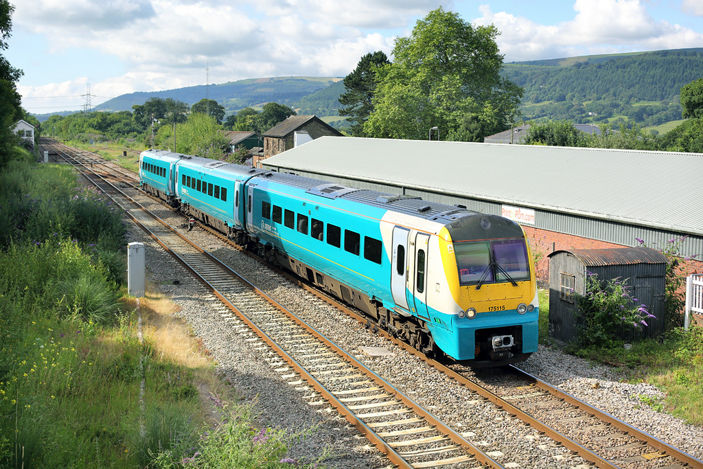 175115 Abergavenny 11/7/2014<br /> 1W52 0555 Milford Haven-Manchester Piccadilly
