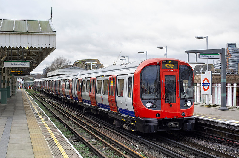 District Line 21306, Putney Bridge 18/12/2014