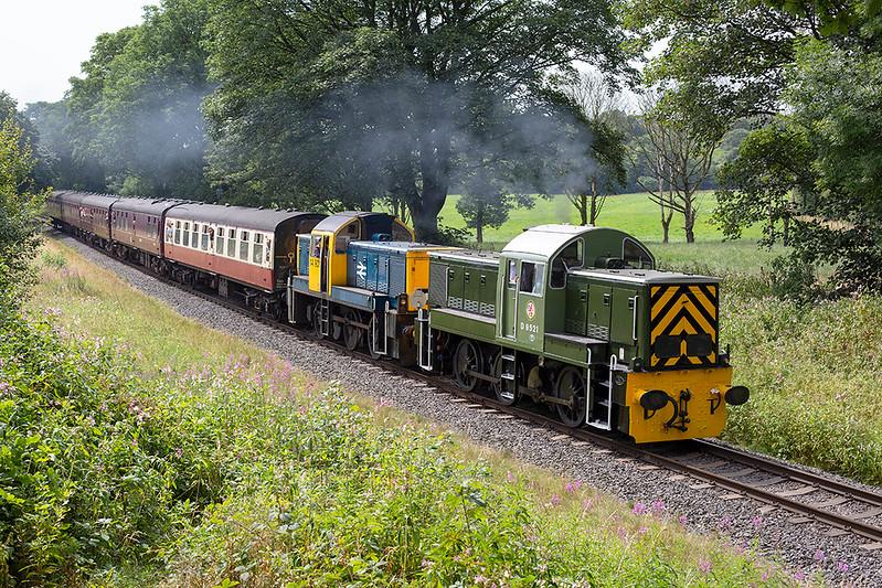 D9521 and D9524, Walmersley 26/7/2014<br /> 1J69 1150 Heywood-Rawtenstall