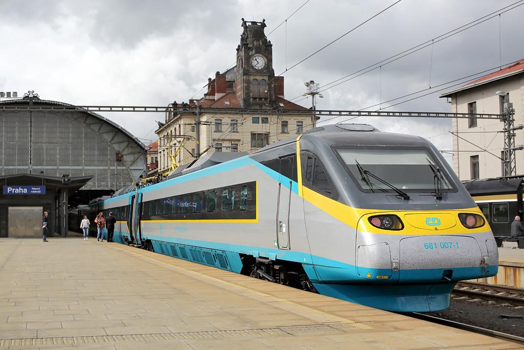 681007 Praha hlavní nádraží 1/5/2015<br /> SC512 0706 Bohumín hl.n-Františkovy Lázně