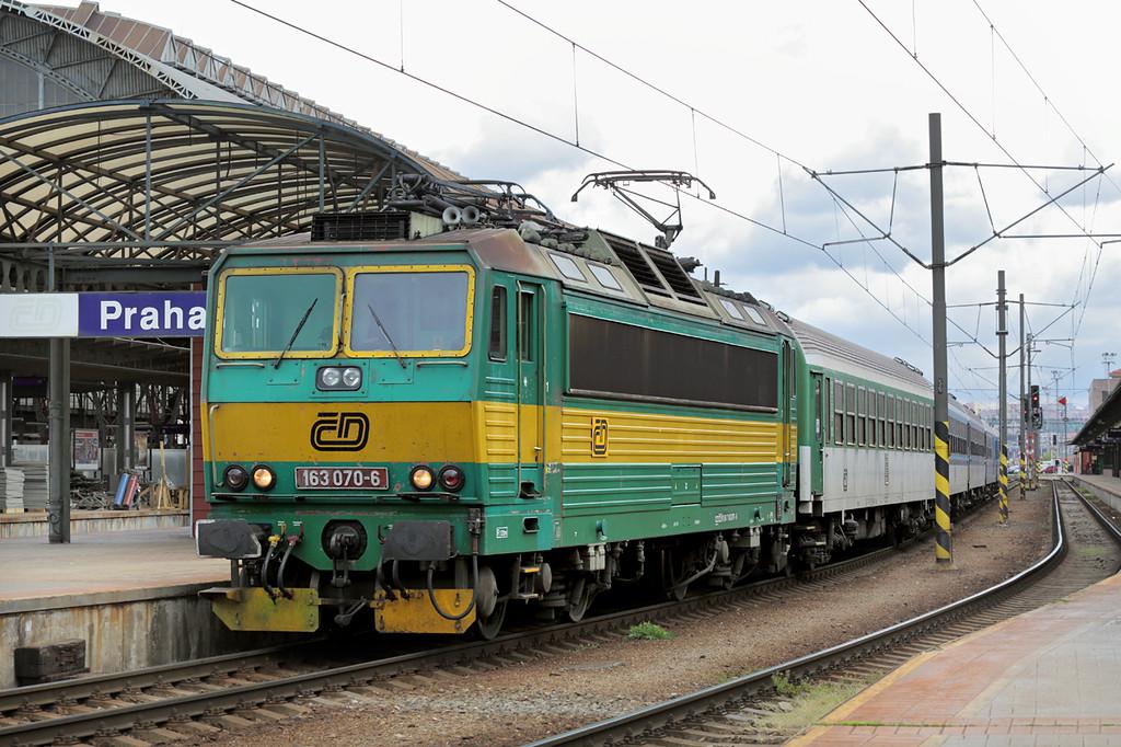 163070 Praha hlavní nádraží 1/5/2015<br /> R927 1211 Praha hl.n-Trutnov hl.n