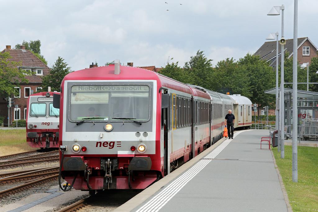 VT71 Niebüll 13/7/2015<br /> NEG15 1205 Niebüll-Dagebüll Mole<br /> +IC2314 0510 Köln Hbf-Dagebüll Mole