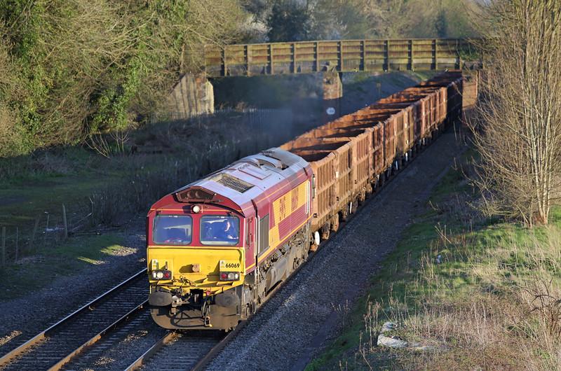 66069 Kings Sutton 14/4/2015<br /> 6Z73 1716 Swindon Cocklebury-Aldwarke
